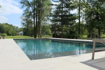 Tegels rond zwembad